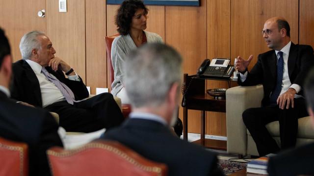 No Brasil, chanceler italiano pede solução para caso Battisti