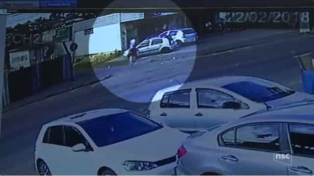 Marido é baleado ao tentar salvar mulher grávida em assalto