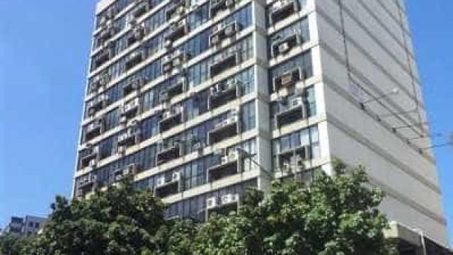 Ladrões defecam em sala de galeria durante roubo na zona sul do Rio