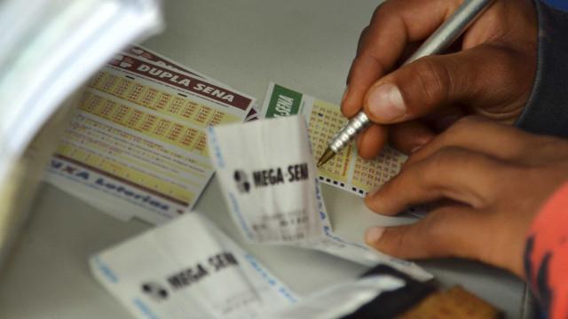 Dois apostadores acertam números da Mega-Sena e faturam quase R$ 30 mi