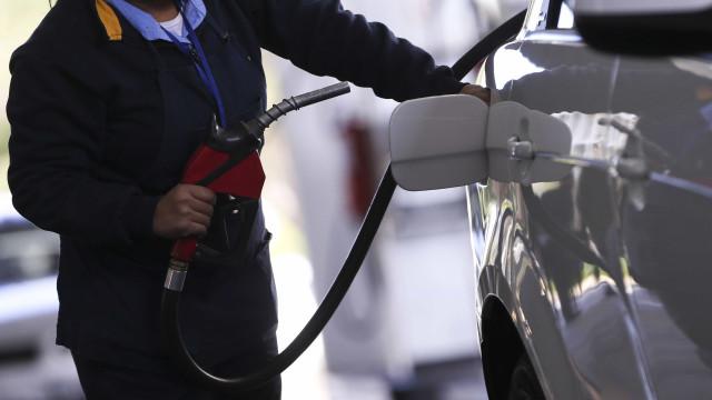 Preço da gasolina nas refinarias é mantido na máxima de R$ 2,2514