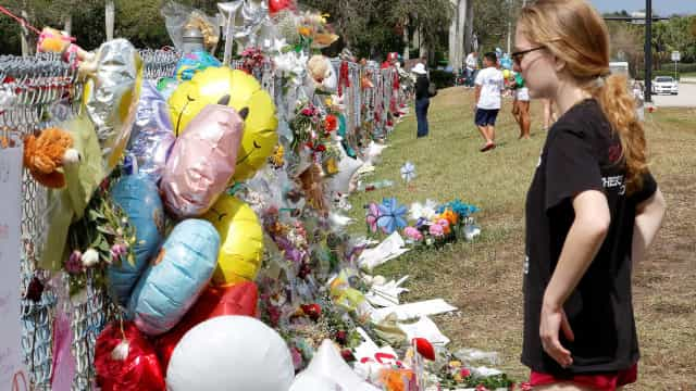 Escola na Florida alvo de massacre reabre parcialmente