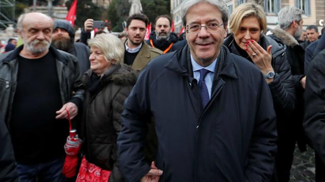 Premier da Itália vai a protesto contra fascismo e racismo