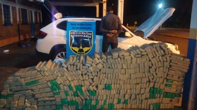 PM prende homem com 670 kg de maconha em BMW roubada