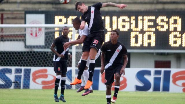 No dia do 'fico' de Zé Ricardo, Portuguesa vence reservas do Vasco