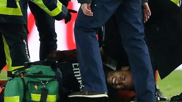 Técnico do PSG confirma torção de Neymar, mas se diz otimista