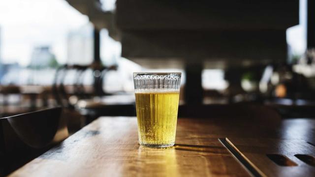 Companhia aérea oferece cerveja grátis em voos para 10 cidades no país