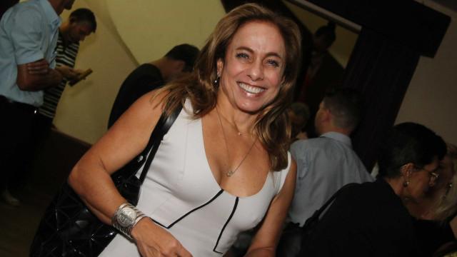 Cissa Guimarães se afasta do 'É de Casa' para fazer cirurgia no joelho