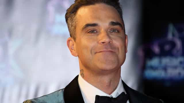 Robbie Williams explica gesto obsceno na abertura da Copa do Mundo