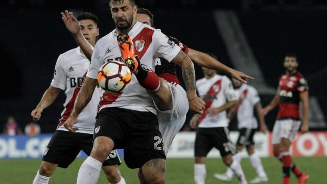 Pratto provoca Fla: 'Não estão jogando em casa. É o campo do Botafogo'