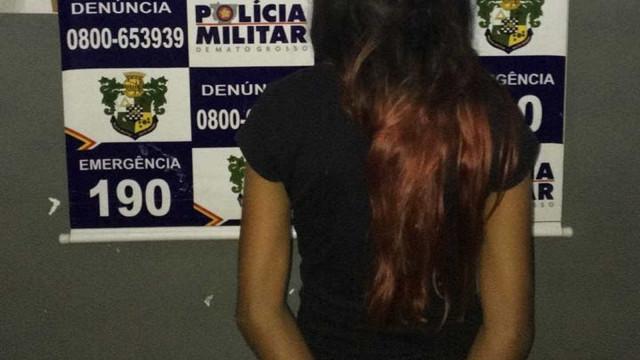 Menina é detida suspeita de vender drogas por ordem da mãe