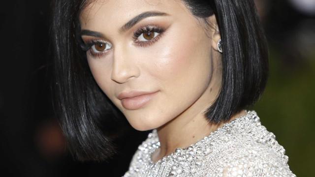 Campanha pede US$ 100 milhões para tornar Kylie Jenner bilionária