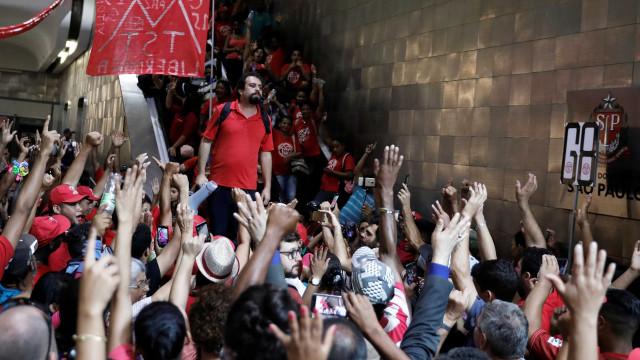 Com aval de Lula,Bouloslança pré-candidaturaà Presidência