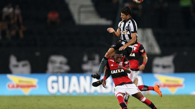 Flamengo se manifesta sobre caso de racismo contra Vinícius Júnior
