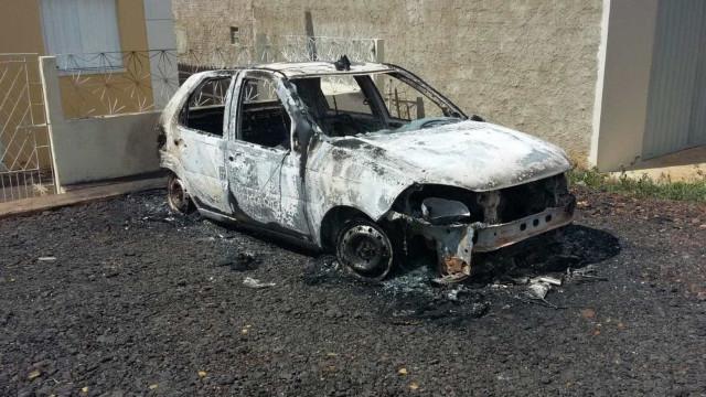 Homem ateia fogo em viatura da PM para evitar prisão e foge no Piauí