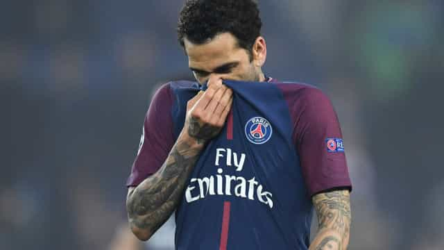 Dani Alves tenta explicar declarações e nega desejo de voltar ao Barça