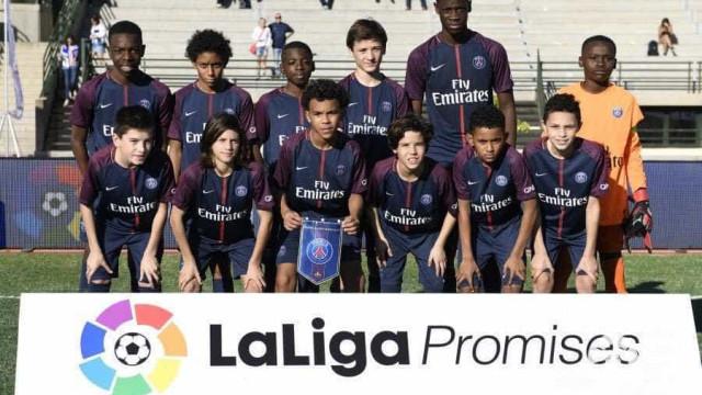Com 12 anos e 1m90, zagueiro do PSG é chamado de 'fenômeno'
