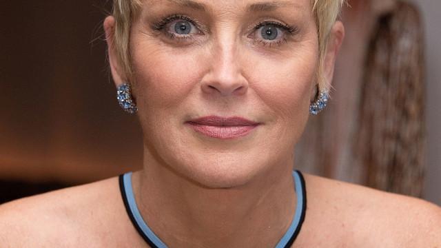 Sharon Stone posa sem make e mostra beleza aos 60
