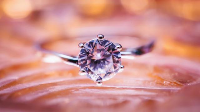 Cientistas encontram gelo 'extraterrestre' dentro de diamante