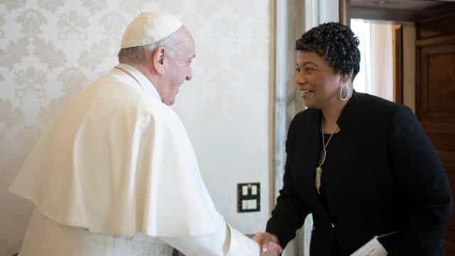 Papa Francisco recebe filha de Martin Luther King no Vaticano