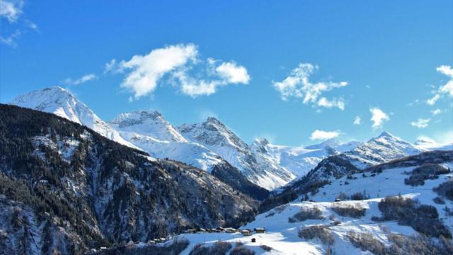 Família viaja para esquiar, não acha neve, e vai receber indenização
