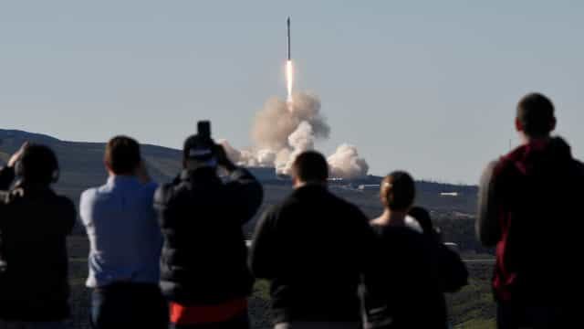 Daqui 10 anos, você poderá usar foguetes para viajar de um país a outro