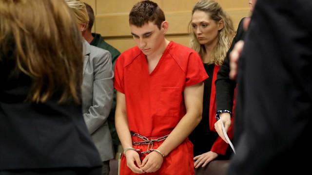 Procurador da Flórida quer pena de morte para atirador em escola