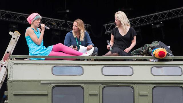 Vocalista do Pussy Riotabre show mais lotado do South by Southwest