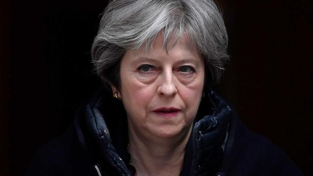 Diplomatas russos são expulsos do Reino Unido por morte de ex-espião