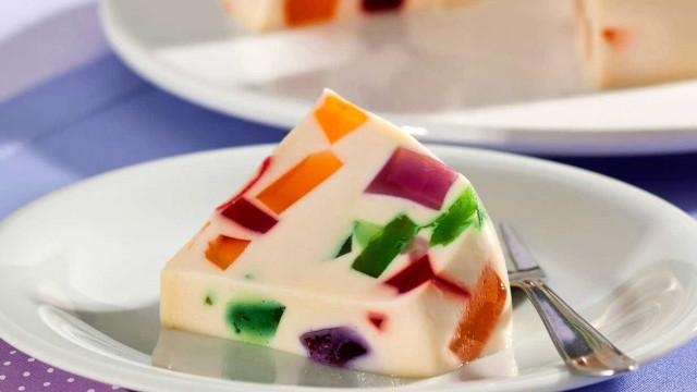 Uma receita simples e bonita de mosaico de gelatina