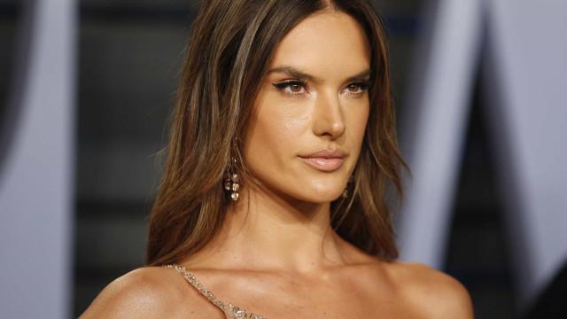 Alessandra Ambrosio se separa após 10 anos de relação, diz revista