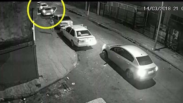 Imagens mostram carro seguindo Marielle Franco momentos antes do crime