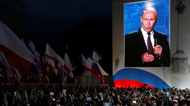 Rússia expulsa 23 diplomatas, veta consulado e fecha Conselho Britânico