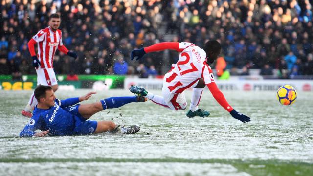 Sob neve, Everton vence o Stoke City no Campeonato Inglês