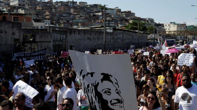 Moradores da Maré fazem protestos por Marielle e Anderson neste domingo