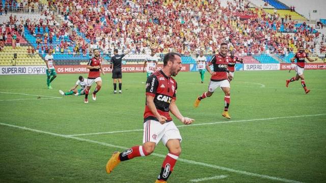 Diego Alves defende pênalti, Flamengo vence e vai enfrentar Fluminense