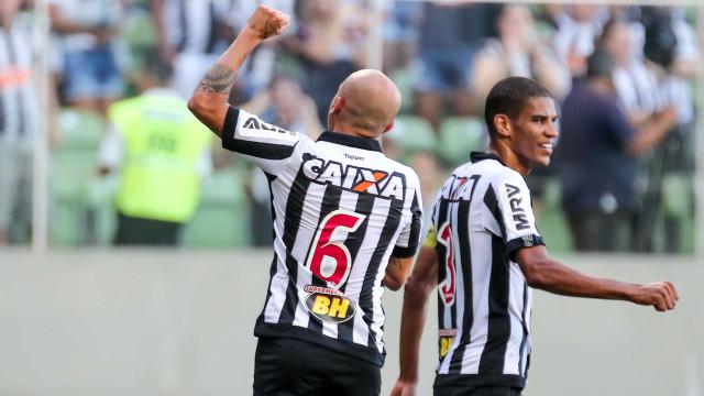 Atlético-MG sofre, mas avança à semifinal do Mineiro