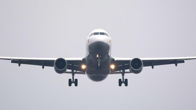 Dois aviões colidem no ar na Alemanha