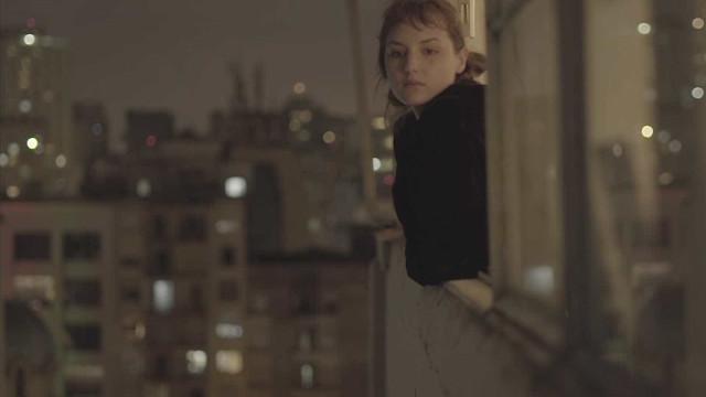 Mallu Magalhães lança clipe de 'Navegador' com Maria Ribeiro