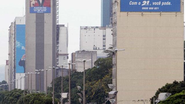 Homem morre e mulher é baleada durante tiroteio no Centro do Rio