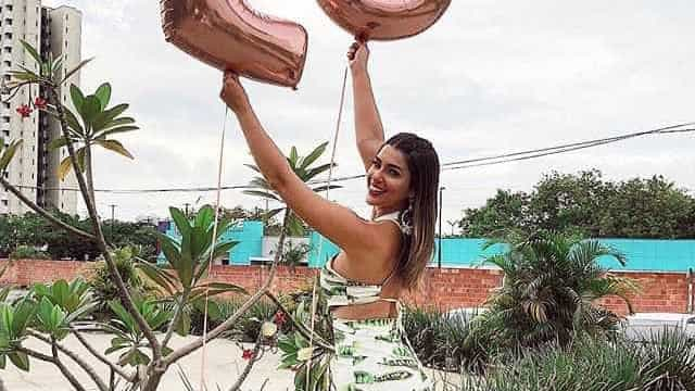 Vivian Amorim celebra 25 anos: 'Agradeço a Deus por tudo que tenho'