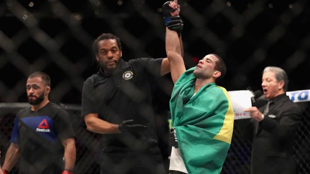 Lutador brasileiro é flagrado no antidoping e está fora de duelo no UFC