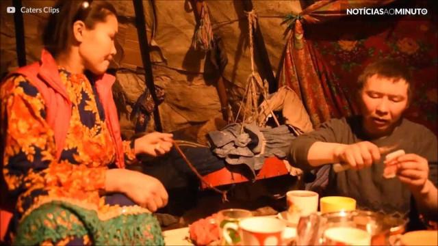 Homem passa dia com comunidade nômade no norte da Rússia