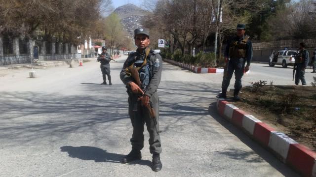 Mais de 30 policiais afegãos são mortos durante ataque talibã