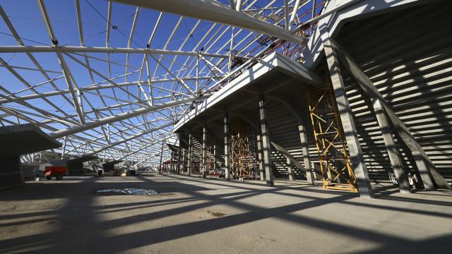 Arena da Copa está com obras em atraso; campo ainda está sem gramado