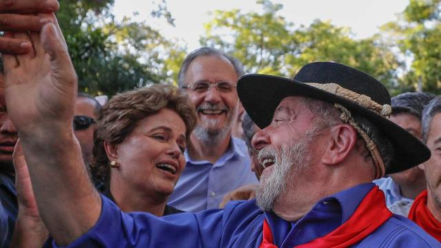 Lula enfrenta protesto pelo 3º dia e diz ser alvo de ódio