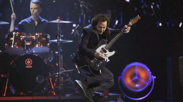 Com sucessos, Pearl Jam leva Maracanã de volta aos anos 90