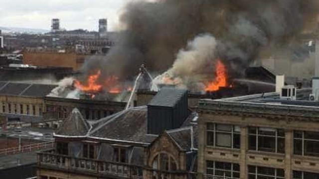 Incêndio na Escócia provoca caos; veja vídeo
