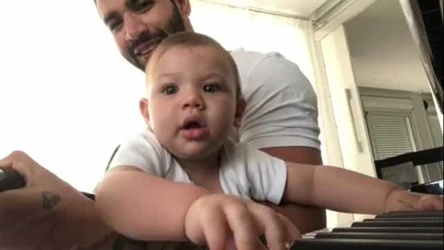 Gusttavo Lima canta em vídeo ao lado do filho