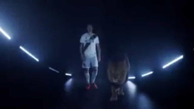 LA Galaxy apresenta Ibrahimovic com grande estilo em vídeo